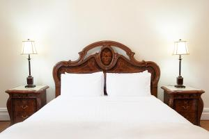 A bed or beds in a room at Culgoa Beautifully Refurbished 1896 Heritage House