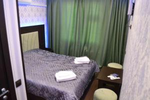 A bed or beds in a room at Neon Hotel