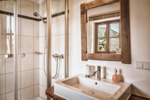 Ein Badezimmer in der Unterkunft st martin chalets
