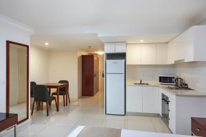 A kitchen or kitchenette at Best Western Casula Motor Inn