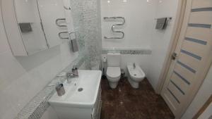 A bathroom at Apartament na Federacii 130a