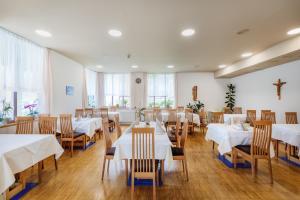 Ein Restaurant oder anderes Speiselokal in der Unterkunft Gasthof Iris