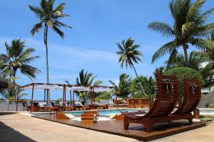 A piscina localizada em Pousada dos Hibiscus ou nos arredores