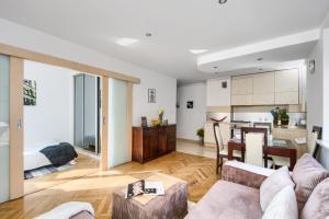 Część wypoczynkowa w obiekcie Nowogrodzka Apartment