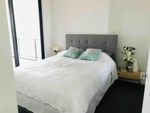 A bed or beds in a room at 208 Kalina Apartments 2 Bedrooms