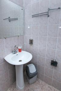A bathroom at Гостиница Политехник