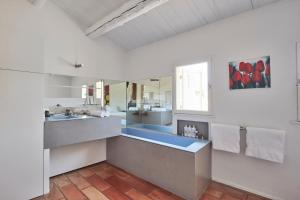 A kitchen or kitchenette at Andéols