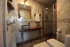 A bathroom at Celsus Boutique Hotel
