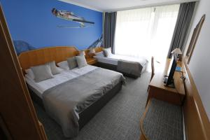A bed or beds in a room at Hotel Kompas