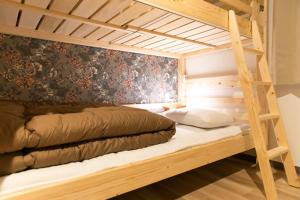 A bed or beds in a room at Guest House Rojiura