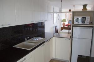 Kuchnia lub aneks kuchenny w obiekcie Apartamentos Parque Mar