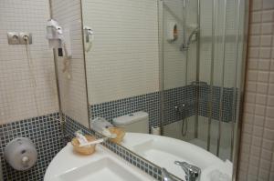 Ванная комната в Hotel Castillo El Burgo