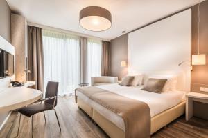 Een bed of bedden in een kamer bij Fletcher Hotel-Restaurant de Wageningsche Berg