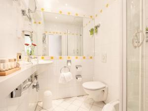 A bathroom at Living Hotel Berlin Mitte