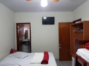 Cama ou camas em um quarto em Pousada Sol Nascente ll