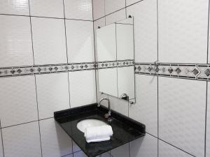 Um banheiro em Pousada Sol Nascente ll