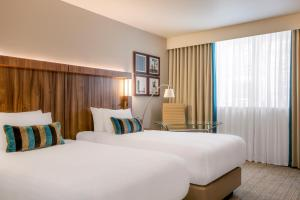 A bed or beds in a room at Courtyard by Marriott Edinburgh