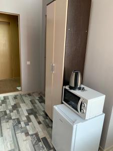 Кухня или мини-кухня в Mini Hotel Uyut