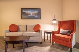 Гостиная зона в Hilton Garden Inn Kalispell