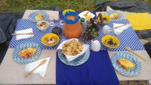 Breakfast options available to guests at Glamping Tierra Dulce