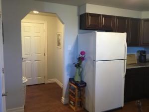 A kitchen or kitchenette at BeachView Apartment