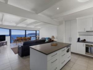 A kitchen or kitchenette at Wye Escape with amazing sweeping ocean views