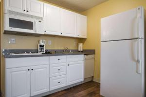 A kitchen or kitchenette at Quality Inn & Suites Silverdale Bangor-Keyport