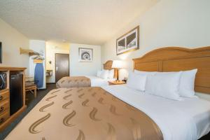 A bed or beds in a room at Quality Inn & Suites Silverdale Bangor-Keyport