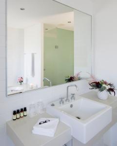 A bathroom at Pullman Magenta Shores Resort