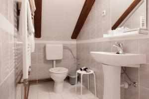 Salle de bains dans l'établissement Pension Kezele
