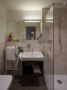 A bathroom at Garni Hotel Schumacher