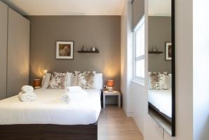 A bed or beds in a room at Mirabilis Apartments, Wells Court