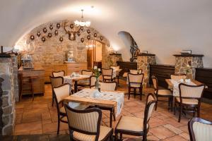 Restauracja lub miejsce do jedzenia w obiekcie Hotel Hubertus Rzeszów