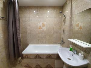 A bathroom at Щёлковские квартиры - Фряновское шоссе 64к3
