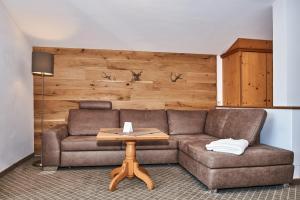Ein Sitzbereich in der Unterkunft Alpenhotel Fischer