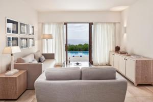 A seating area at Blue Palace, a Luxury Collection Resort and Spa, Crete
