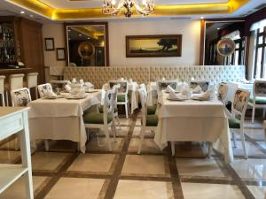 A restaurant or other place to eat at GLK PREMIER Regency Suites & Spa