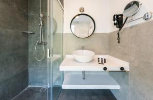 A bathroom at Be Mate Plaza España