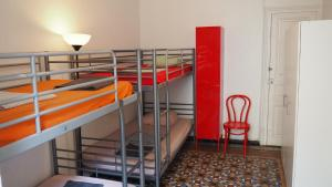 Våningssäng eller våningssängar i ett rum på Berni's House Barcelona