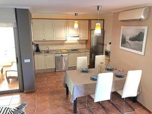 A kitchen or kitchenette at Villa Ocean Beach