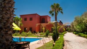 The swimming pool at or near Palais Chehrazad