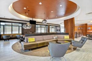 The lobby or reception area at SpringHill Suites by Marriott Cincinnati Midtown