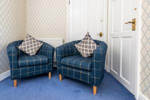 A seating area at Edale House B&B