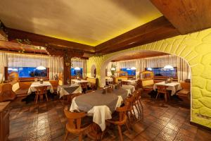 A restaurant or other place to eat at Gasthaus Traube