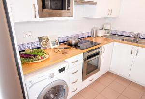 A kitchen or kitchenette at The Landmark Serviced Apartment - Managed By Peninsula Properties