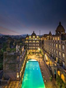 GH ユニバーサル ホテル バンドンの敷地内または近くにあるプールの景色