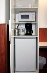 A kitchen or kitchenette at Forenom Aparthotel Helsinki Kamppi - contactless check-in