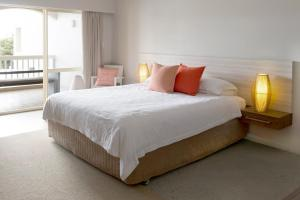 A bed or beds in a room at The Marina Hotel - Mindarie