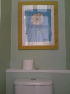 A bathroom at Roseglen Hotel