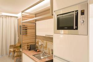 A television and/or entertainment centre at Eco Green Residences & Suites